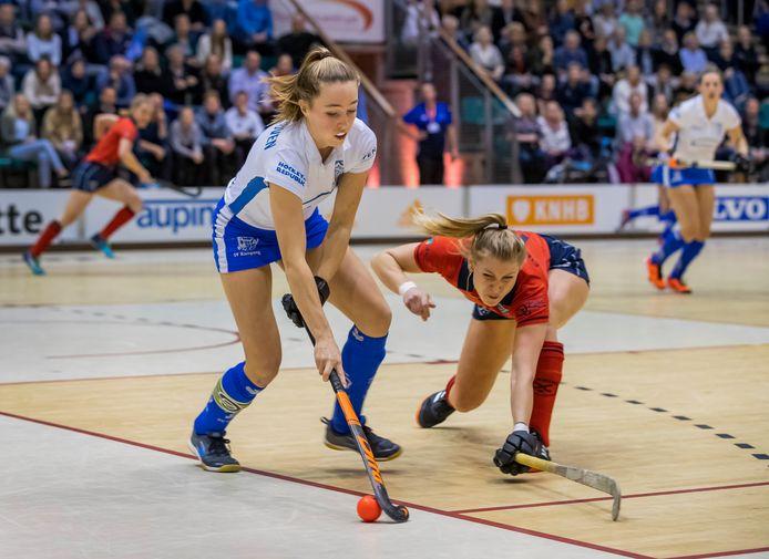 Renee van Laarhoven (links, spelend voor Kampong).