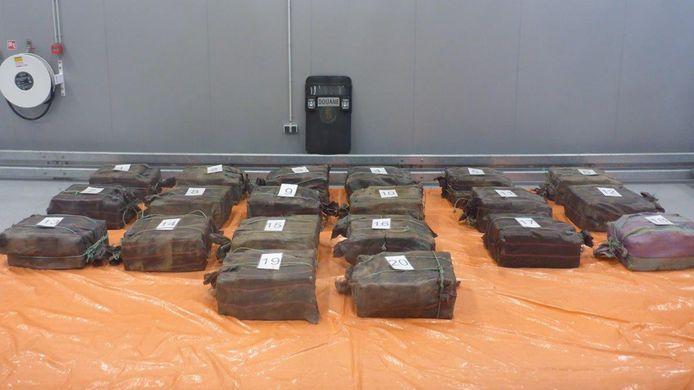 Foto ter illustratie: een eerdere onderschepte lading cocaïne in de Rotterdamse haven van afgelopen april.