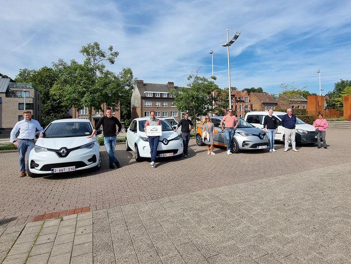 Vier autodeelorganisaties parkeerden vandaag hun wagens op het Stationsplein in Halle.