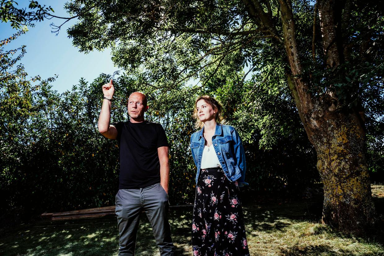 Elisa Van Bocxlaer en Sven Mary zijn burgerlijke partij in de zaak-Sanda Dia, de student die stierf bij een doop. 'Daar is gefolterd, en dat gaan we ook beargumenteren in de rechtbank.' Beeld © Stefaan Temmerman