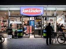Politie jaagt op 'bijl-overvallers' en supermarkten nemen beveiligers in dienst