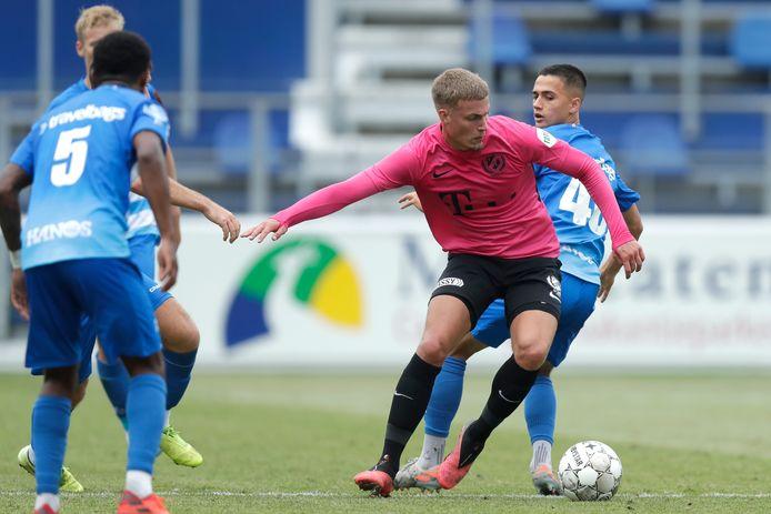Davy van den Berg in actie namens FC Utrecht tegen PEC Zwolle
