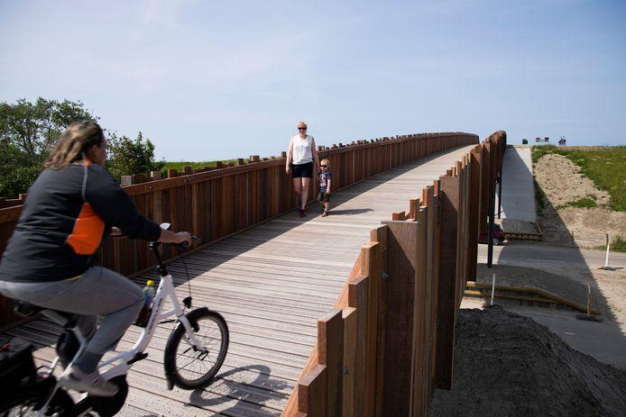 Van de brug wordt al gebruik gemaakt. Door voetgangers en door fietsers.