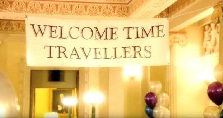 Feestje voor tijdreizigers Stephen Hawking Beeld YouTube