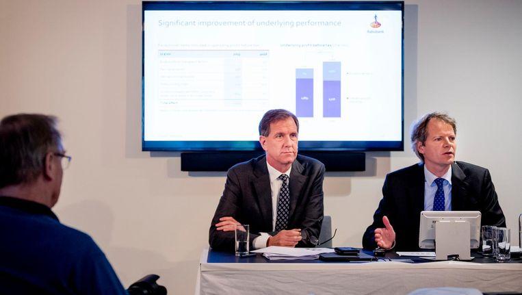 Bas Brouwers (R, CFO) en Wiebe Draijer (CEO) geven een toelichting op de jaarcijfers van Rabobank. Beeld null