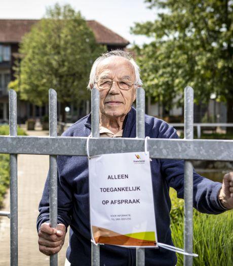 90 jaar en plots gevangen achter een hek: een ontmoeting met meneer Hofsté in Ootmarsum