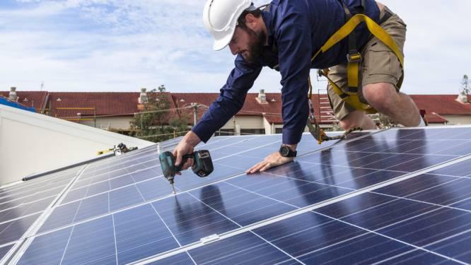 Zonnepanelen kopen in 2020 of wachten tot 2021? Onze expert ziet het verschil oplopen tot 2.700 euro