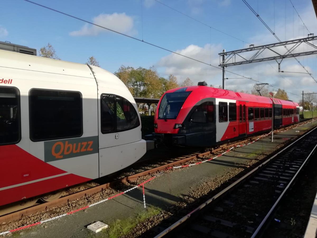 Een van de treinen op de MerwedeLingelijn tussen Dordrecht en Gorinchem is al omgebouwd in de nieuwe huisstijl van R-net/Qbuzz. De rest volgt volgend jaar.