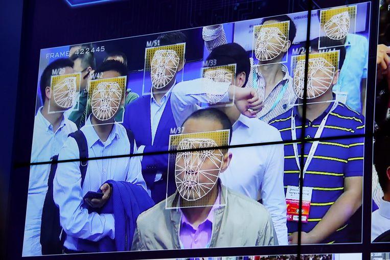 Gezichtsherkenningstechnologie op een veiligheidsbeurs in China. Beeld REUTERS