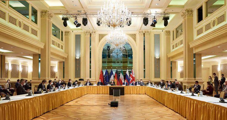 Afgevaardigden van onder meer de EU, Rusland en Iran zijn dinsdag bijeen in Wenen. Ook vertegenwoordiger van de regering-Biden sluiten in Wenen aan om, indirect, met Iran te praten over het atoomakkoord. Beeld AFP