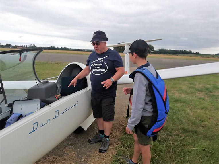 De instructeurs zullen uitleg geven bij de verschillende vliegtoestellen.