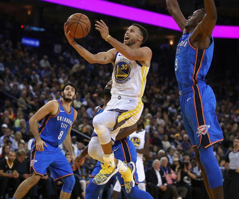 Stephen Curry was met 32 punten meteen op de afspraak bij Golden State.