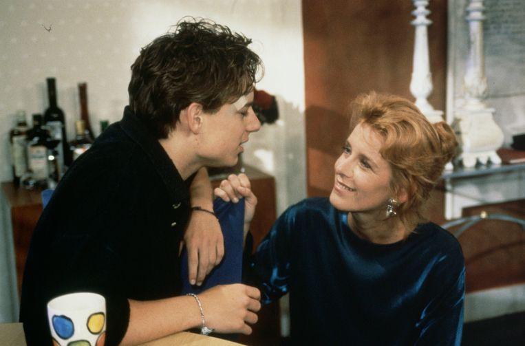 Met haar pleegzoon Julian, eind jaren negentig. Beeld ANP