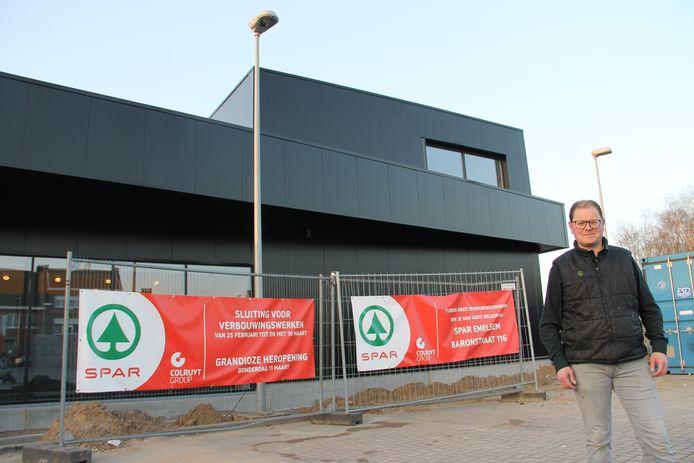 Zelfstandig filiaalhouder Peter Taillieu bij de uitbreiding van de Spar in Kachtem.