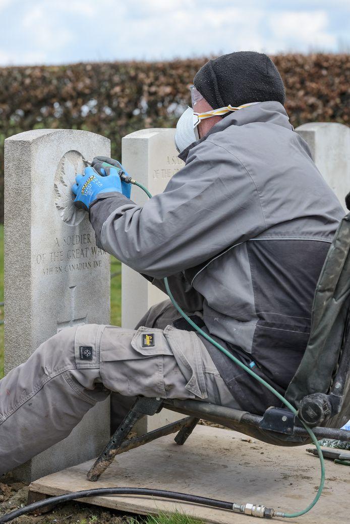 Op Erfgoeddag demonstreren de ambachtsmannen van de Commonwealth War Graves Commission hun kunnen.