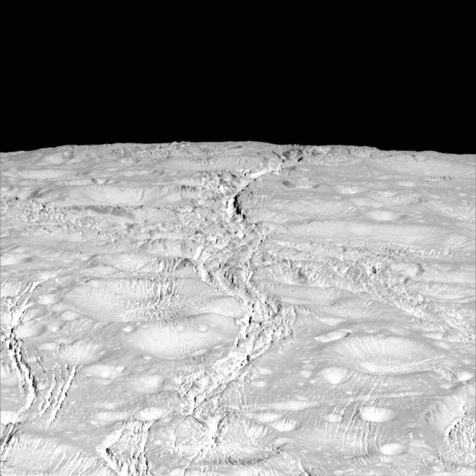 Nieuwe beelden van Saturnus' zesde maan Enceladus
