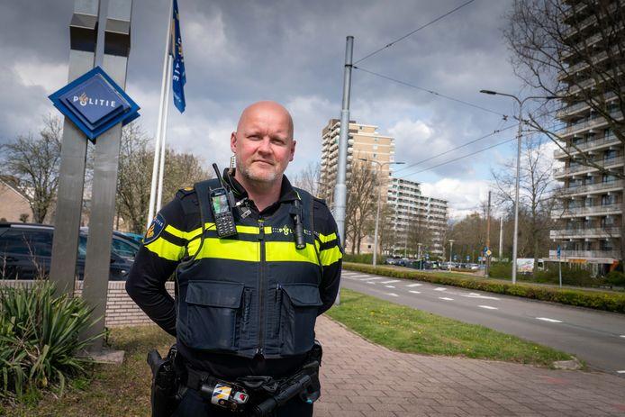 """Bas Wijnen, ex prof-voetballer Vitesse, nu wijkagent. ,,Mijn naam doet nog belletjes rinkelen."""""""