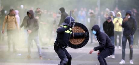 Politie publiceert beelden van 'tientallen' NAC-relschoppers: 'Geweld was ongehoord'