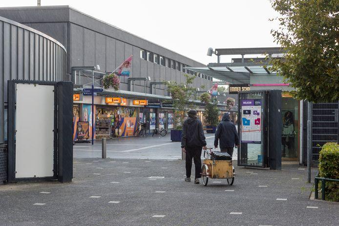 De ingang Zuid van Winkelcentrum Woensel, ook dit deel van Eindhoven kan wel wat groen gebruiken.