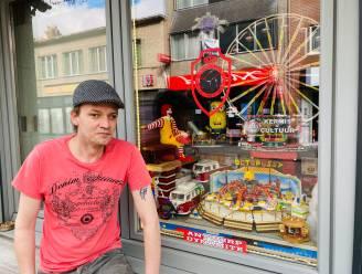 """Geert heeft 50.000 Lego-blokjes... """"Elke zondag een nieuwe creatie voor het raam"""""""