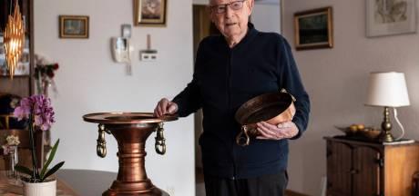 Deze koperen pot is Henk (92) uit Malden altijd dierbaar: 'De handgrepen geven hem iets plechtigs'