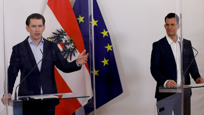 Oostenrijks kanselier Sebastian Kurz (links) naast minister van Volksgezondheid Wolfgang Mückstein. (archieffoto)