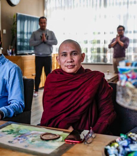 Jim en Chomar uit Wijhe nemen een monnik in huis: 'Hoe lang ik kan blijven, is afhankelijk van de overheid'