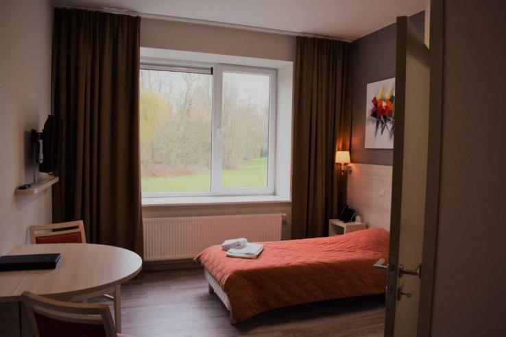In het zorghotel krijgt elke dakloze zijn eigen kamertje.
