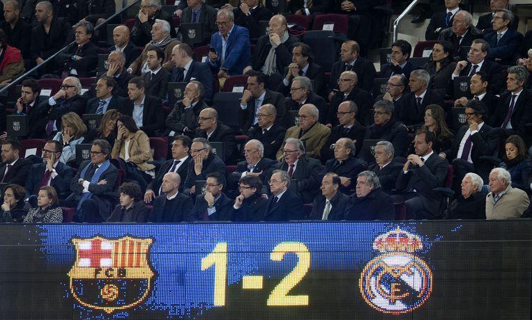 Het ereterras van Barcelona tijdens de wedstrijd. Beeld anp