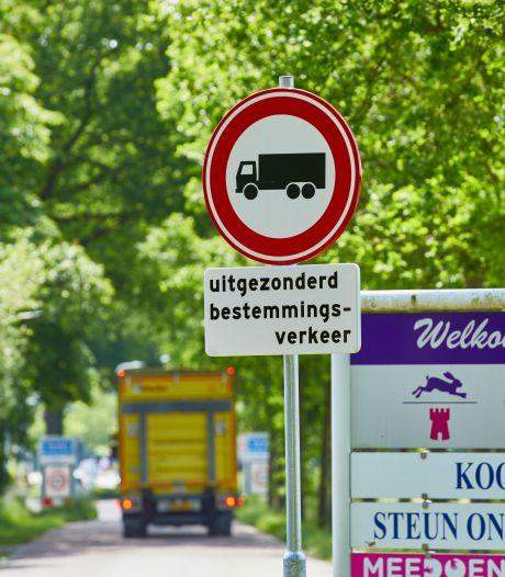 Bewoners blij met vrachtwagenverbod op Almenseweg in Vorden: 'Je hield hier soms echt je hart vast'