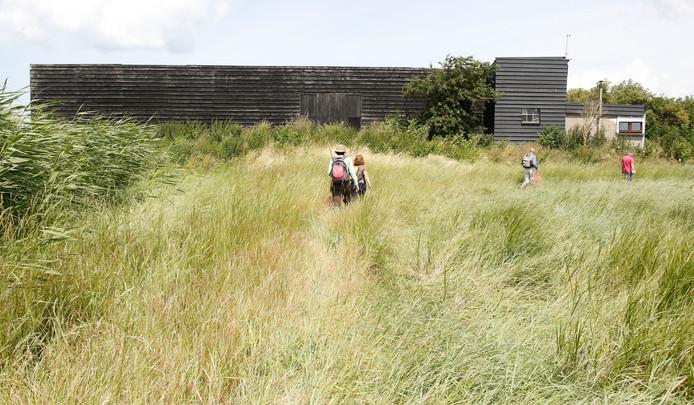 De in 1990 geheel vernieuwde schaapskooi op De Noord, met rechts, als aanbouwtje, het oude verblijf van de herders.
