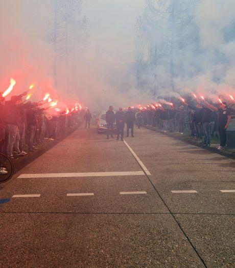 Bluyssen trekt namens KNVB boetekleed aan na laat ingelaste minuut stilte voor Van der Kuijlen