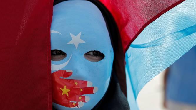 China dwingt Oeigoerse vrouwen tot geboortebeperking om moslimbevolking in te perken
