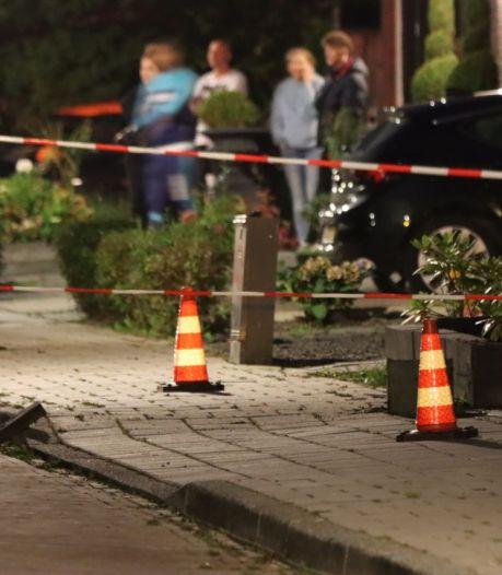 Knallen onder trottoir gehoord in Enschede: stenen vliegen '2 meter hoog' de lucht in, omgeving afgezet