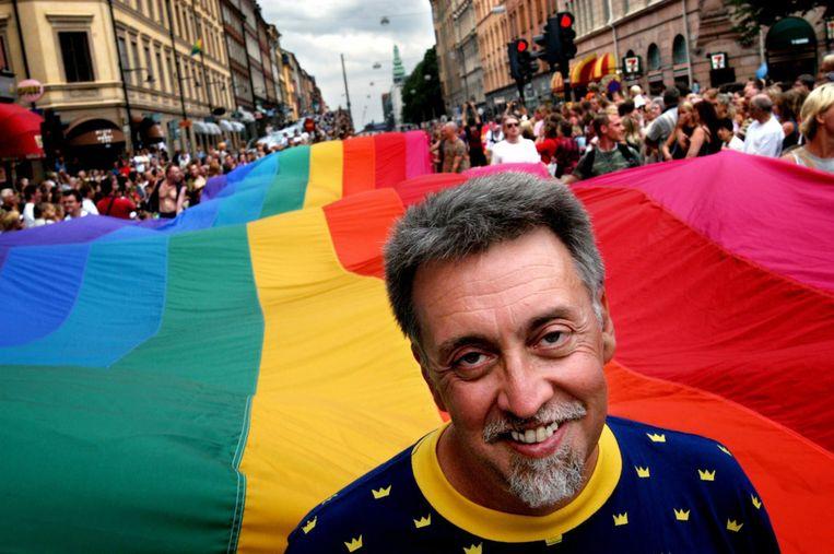 Gilbert Baker tijdens een Gay Pride in Stockholm. Beeld EPA