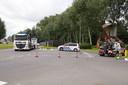 De politie doet onderzoek op de plek van het dodelijke ongeluk.