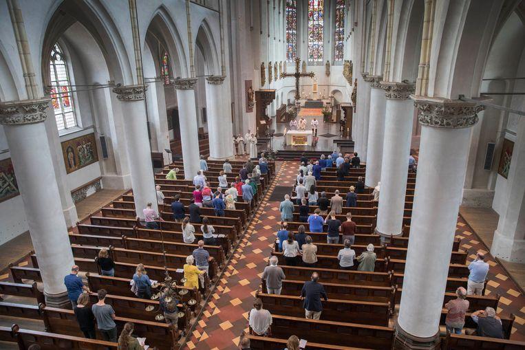 De Sint-Catharinakathedraal tijdens een zondagse viering in juni van het vorig jaar.  Beeld Werry Crone
