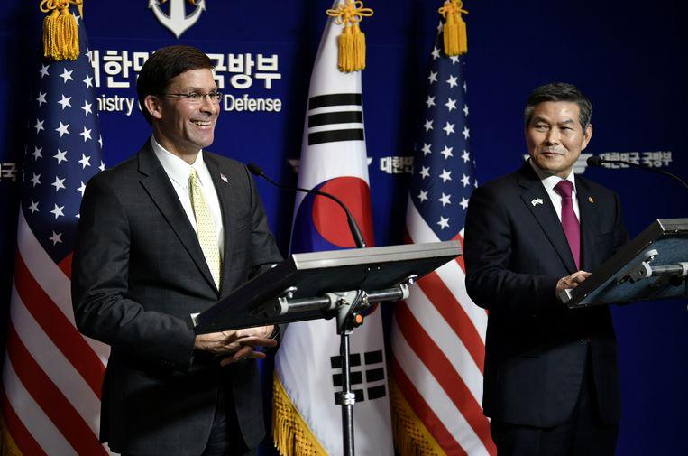De Amerikaanse minister van Defensie Mark Esper en zijn Zuid-Koreaanse evenknie Jeong Kyeong-doo tijdens een eerdere ontmoeting in Seoul op 15 november, 2019.  Beeld REUTERS