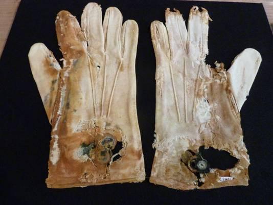 Handschoenen uit de Titanic © AD/Stijn Hustinx