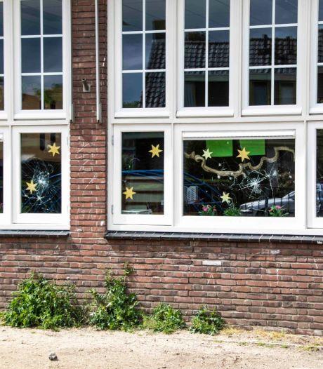 Meerdere ruiten ingegooid van basisschool 't Sterrebos