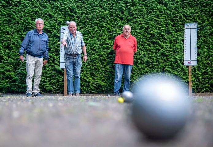 Jeu de boulers in Zeewolde willen graag overdekte banen, zodat ze het hele jaar door kunnen spelen en niet afhankelijk zijn van het weer.