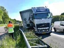 Vrachtwagen die zijn trailer verliest veroorzaakt 10 kilometer file op de A50