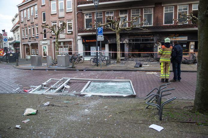 Ravage op de Oude Vismarkt na de explosie bij grillroom Da Vinci aan de Oude Vismarkt in Zwolle, maart 2014.