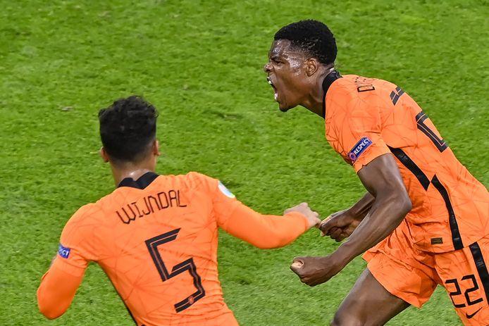 Denzel Dumfries schreeuwt het uit na zijn 3-2 bij Nederland-Oekraïne.