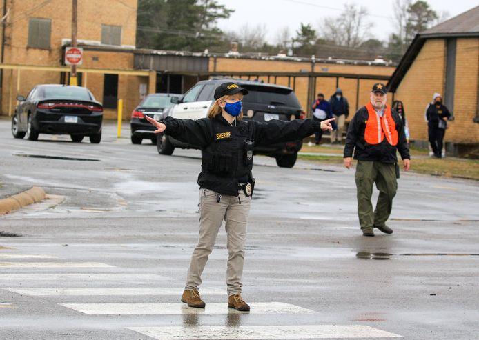 Hulpdiensten aanwezig op de Amerikaanse school na het incident.