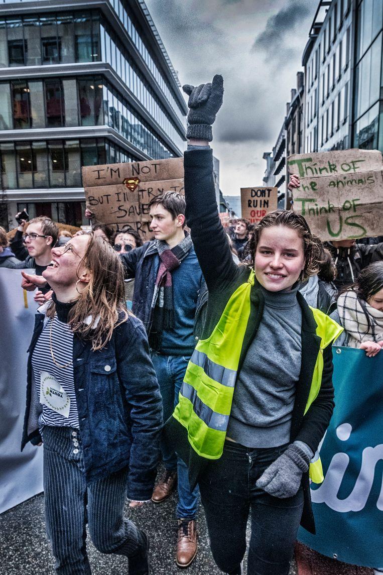 Zo zagen we Anuna de voorbije weken het vaakst: als manifestant op de klimaatbetogingen die ze zelf heeft georganiseerd. Beeld Tim Dirven
