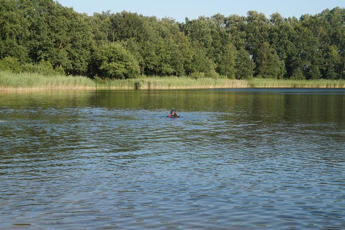 Duikers zochten naar een vermiste man in natuurgebied Baardwijkse Overlaat in Drunen.