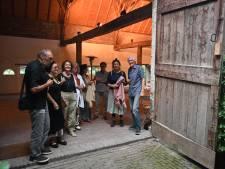 KunstBakens aan de Maas geeft een inkijkje waar kunstenaars mee bezig zijn: niet het kant-en-klare werk, maar kunst in wording