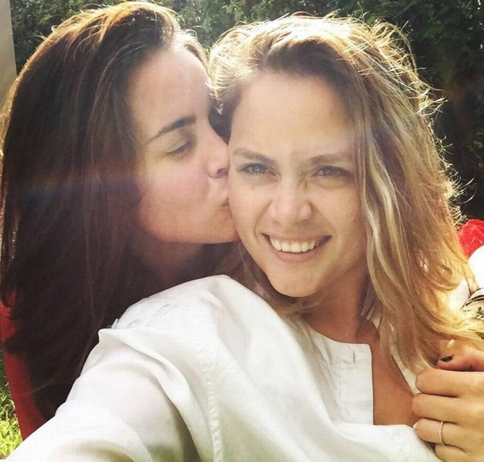 Jocelyn Morffi (links) met haar vrouw Natasha Hass (rechts).