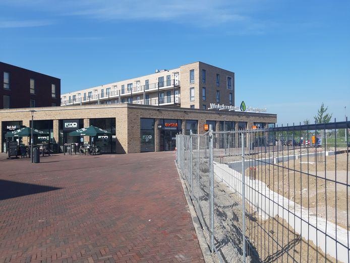 Winkelcentrum Schuytgraaf, waar momenteel wordt gebouwd aan een uitbreiding met appartementen en winkels, is pleisterplaats voor de jeugd, hetgeen tot overlast voor winkelend publiek en omwonenden leidt.